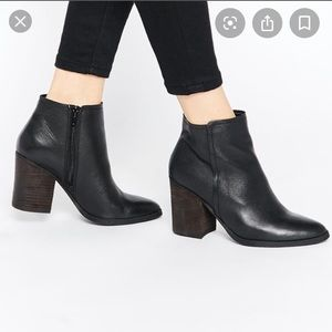 Steve Madden Sterre Leather Black Booties